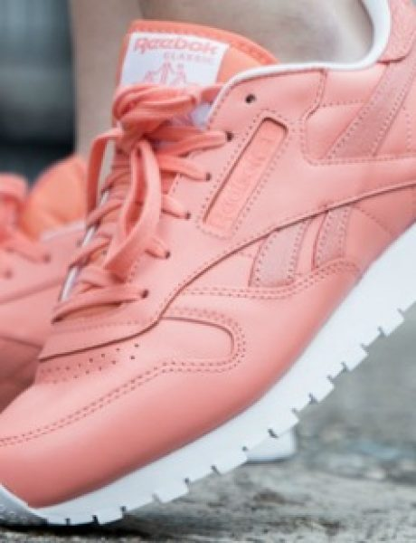 Modni predlog: Reebok Classic Leather u jarkoj boji za devojke koje vole da budu primećene