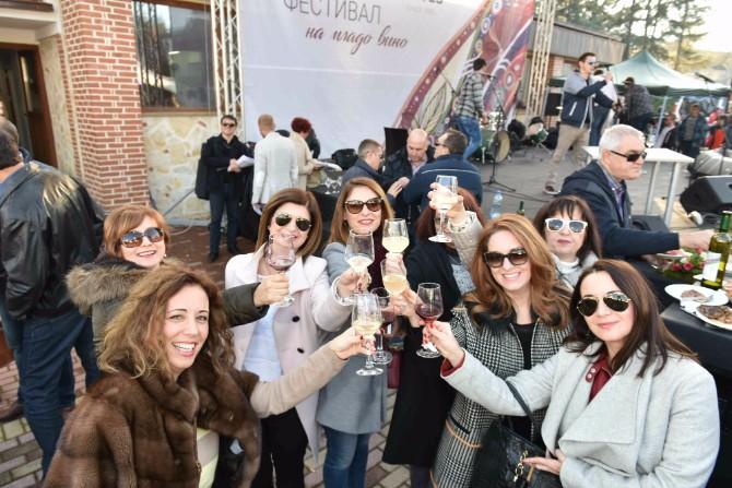 Nazdravljanje mladom vinu a Sedmi Festival mladog vina Tikveš vinarije u sunčanim Kavadarcima