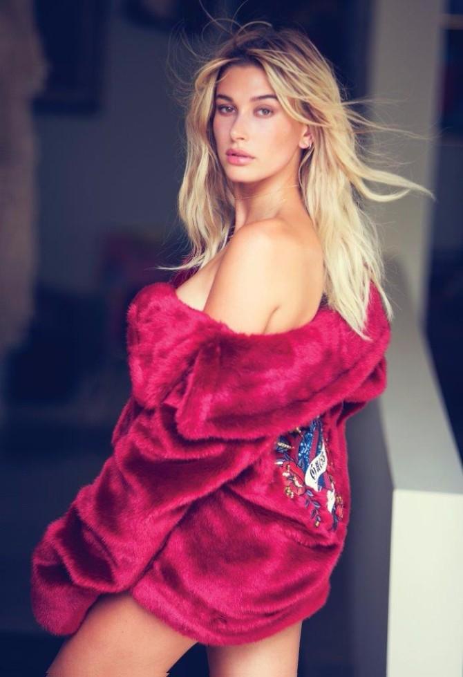 guess holiday 2016 advertising campaign d03 Hejli Boldvin u novogodišnjoj kampanji brenda Guess