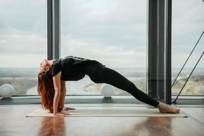 32 Reebok X Challenge yoga trening na krovu Beograda