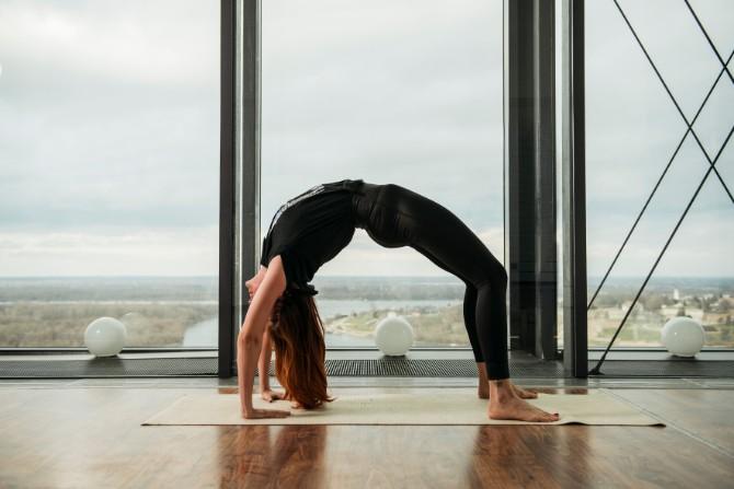 72 Reebok X Challenge yoga trening na krovu Beograda