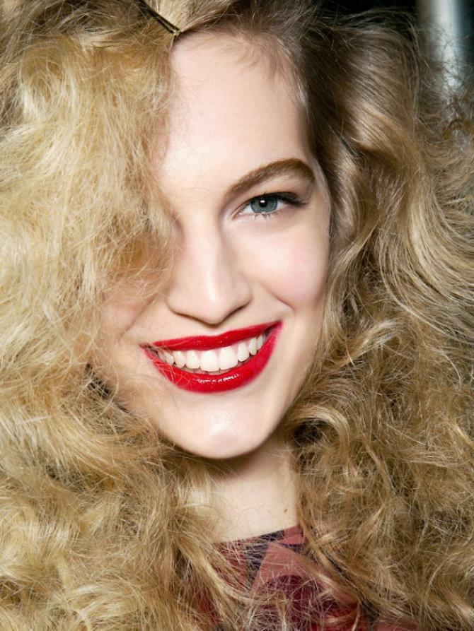 crveno 5 lakih beauty trikova koji će učiniti da se osećaš bolje   odmah!