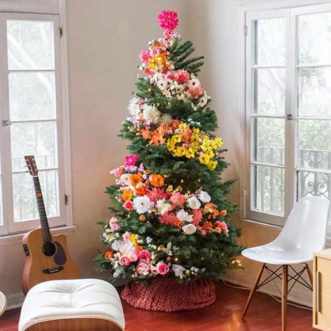 jelka2 Cveće kao ukras za novogodišnju jelku