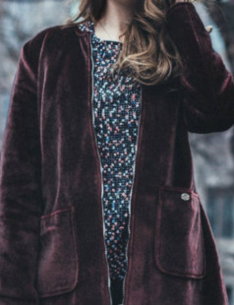 3 trendi načina kako da nosiš bordo kaput ove zime