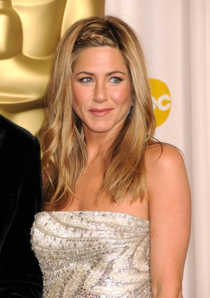 Jennifer Aniston 2009 15 najboljih frizura sa dodele Oskara