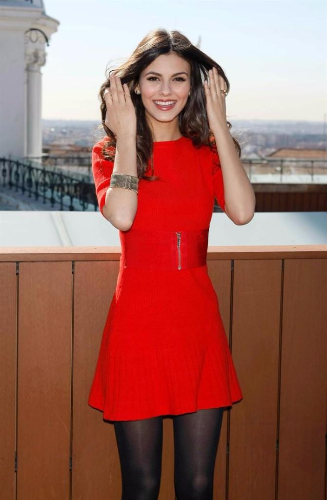 crvena haljina 4 Neka ti IT poznate žene budu stilska inspiracija za Dan zaljubljenih