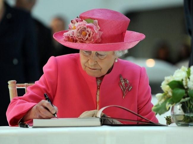 3 14 iznenađujućih pravila kraljevske porodice koje čak ni sama kraljica ne sme da prekrši