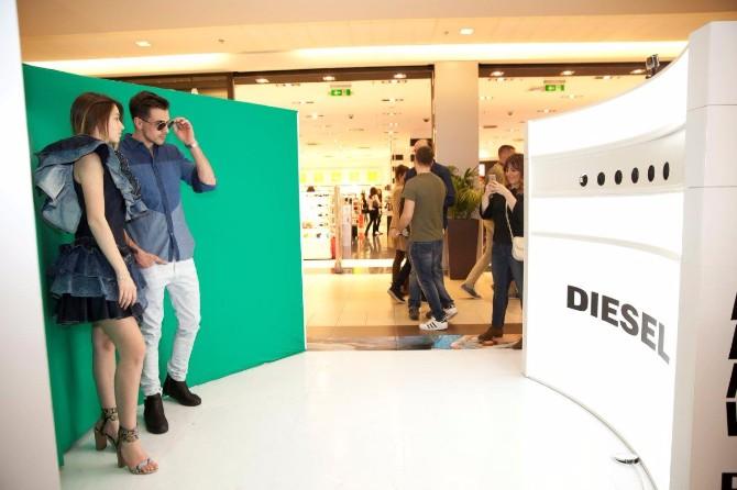 Diesel matrix photobooth 2 DIESEL MATRIX & popusti na džins obeležili prolećnu JEANSOMANIJU