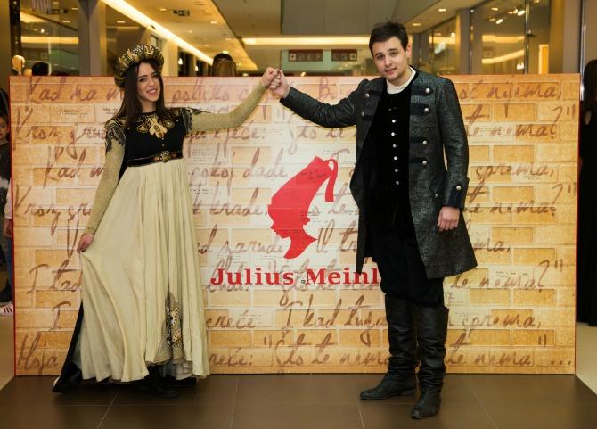 Glumci Matea Milosavljevic i Nikola Randjelovic Svetski dan poezije Dan kada ljubitelji kafe postaju pesnici