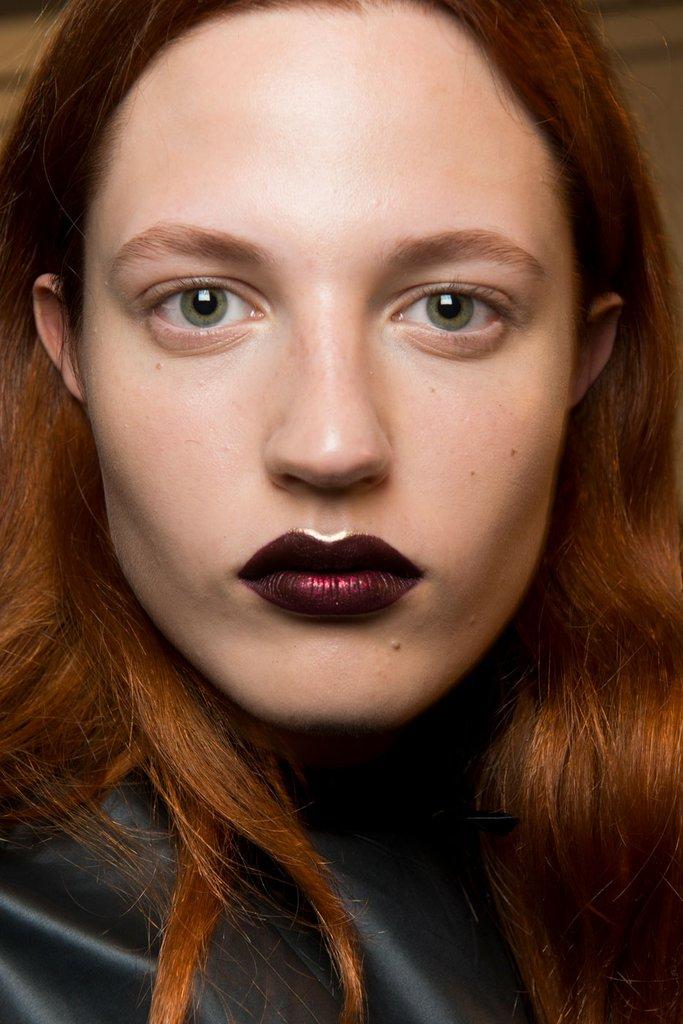 Sparkling Burgundy Lips Prolećni trendovi koje su odobrili beauty stručnjaci