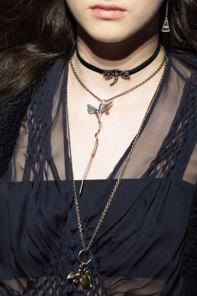 aksesoari 3 Sujeverje ili moda: Zašto modni dizajneri propagiraju talismane kao trend?