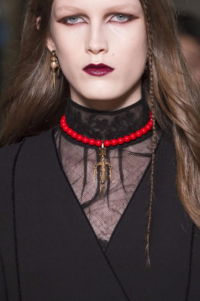 aksesoari 6 Sujeverje ili moda: Zašto modni dizajneri propagiraju talismane kao trend?