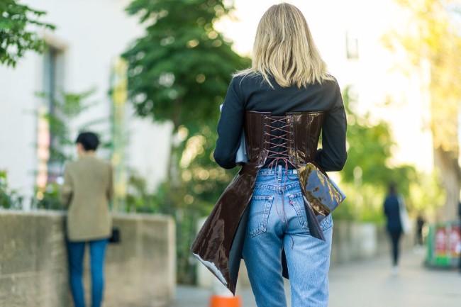 korset 6 Kako da nosiš jedan od novih iznenađujućih trendova   korset?