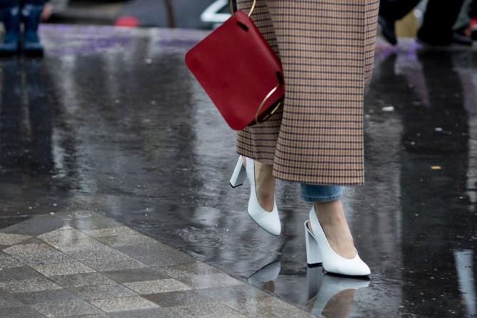 pfw 8 Street style aksesoari sa Pariske nedelje mode postavljaju standarde