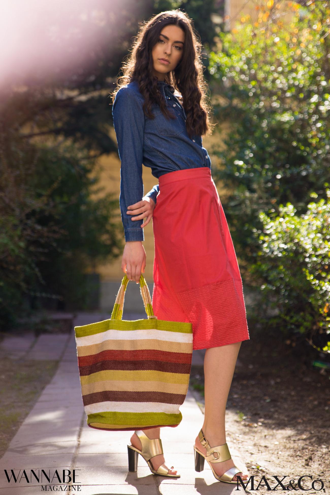 MaxCo 1 2 2 Probaj ovu kombinaciju za proleće: Denim košulja i crvena suknja!