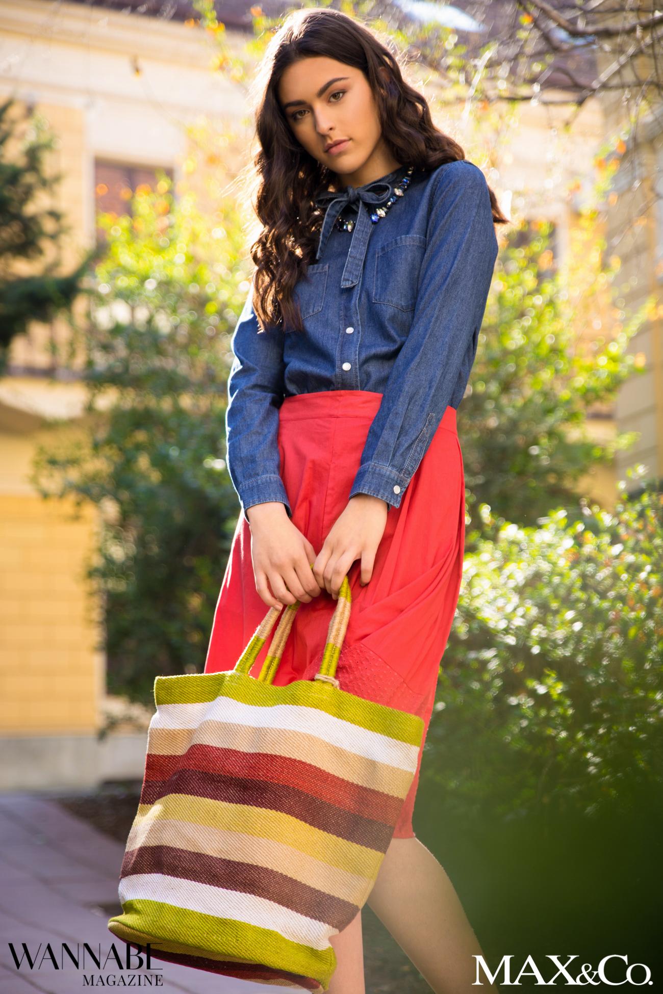 MaxCo 2 2 2 Probaj ovu kombinaciju za proleće: Denim košulja i crvena suknja!