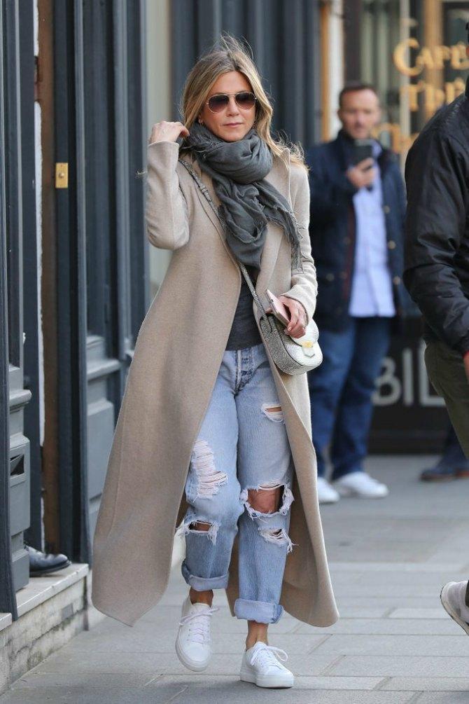 dzenifer Dženifer Eniston vraća u modu naš omiljeni model džinsa