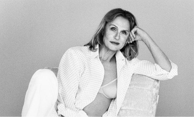 loren Nova kampanja brenda Calvin Klein dokazuje da godine nisu presudne da bi bila model donjeg veša