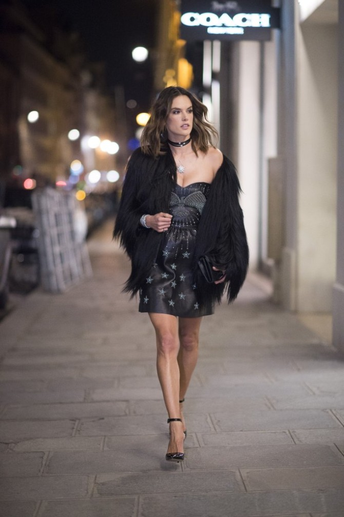 Alessandra Ambrosio wearing Valentino dress Saint Laurent coat Najbolje street style kombinacije Viktorijinih anđela