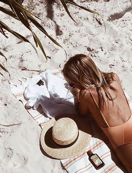 5 proizvoda koji se moraju naći u tvojoj torbi za plažu kako bi fantastično (i bezbedno) pocrnela ovog leta