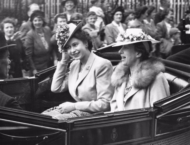 sesir 1 Aksesoar koji je obeležio njen stil: Najlepši šeširi kraljice Elizabete