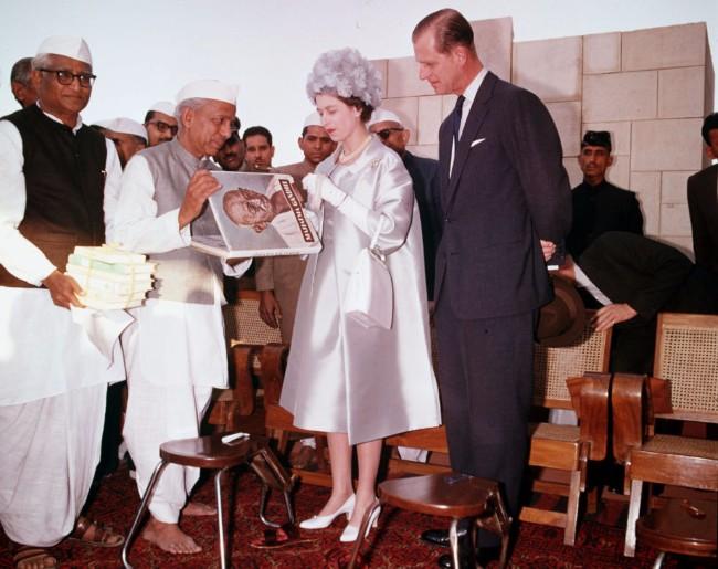 sesir 2 Aksesoar koji je obeležio njen stil: Najlepši šeširi kraljice Elizabete