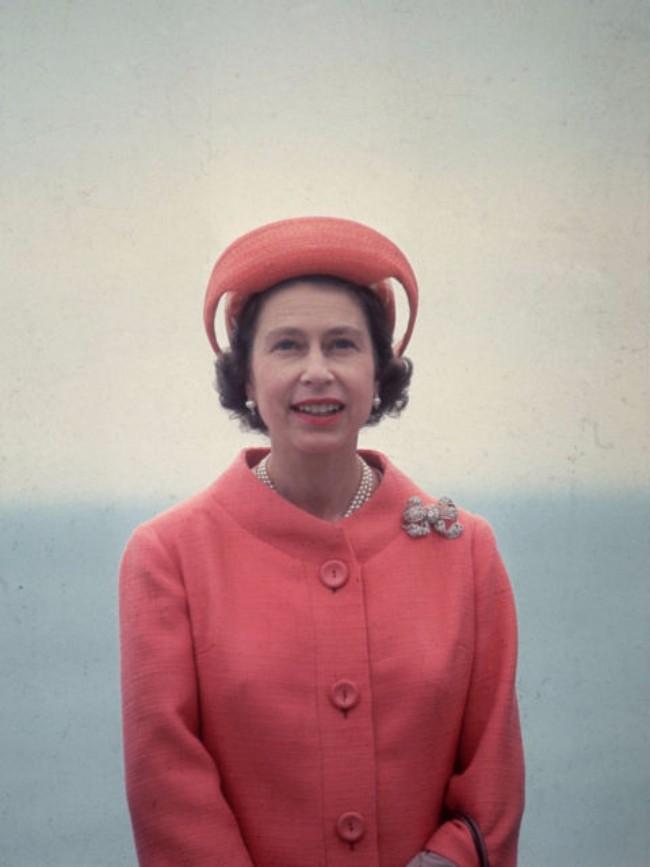 sesir 3 Aksesoar koji je obeležio njen stil: Najlepši šeširi kraljice Elizabete