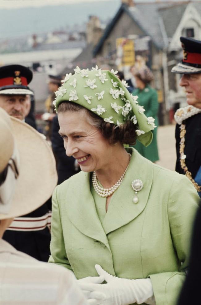 sesir 4 Aksesoar koji je obeležio njen stil: Najlepši šeširi kraljice Elizabete
