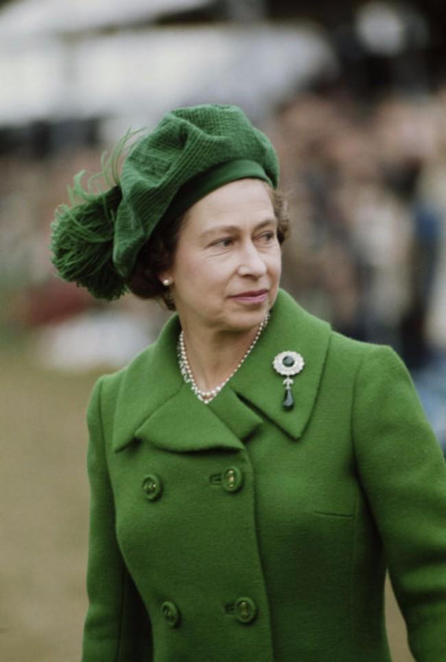 sesir 8 Aksesoar koji je obeležio njen stil: Najlepši šeširi kraljice Elizabete