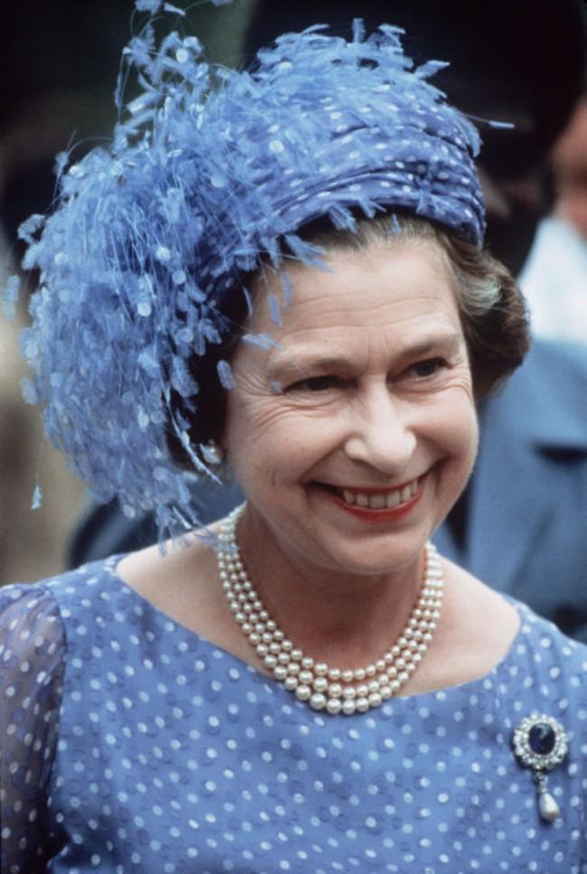 sesir 9 Aksesoar koji je obeležio njen stil: Najlepši šeširi kraljice Elizabete