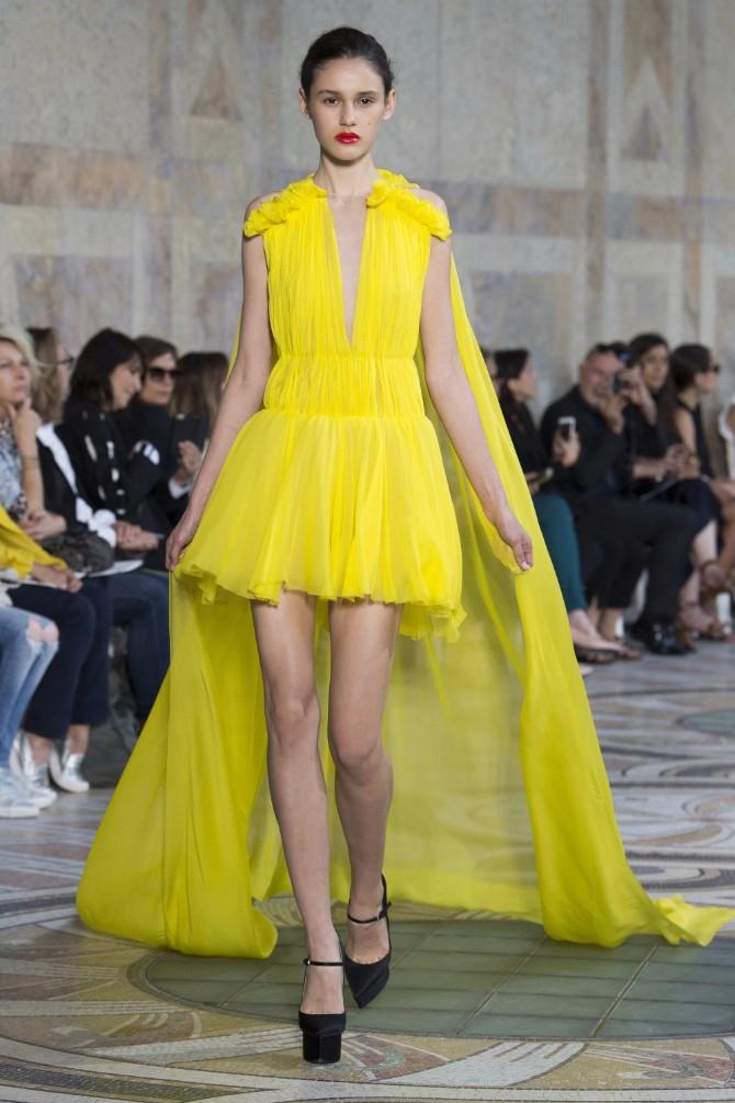 Đanbatista Vali 1 Revija modne kuće Giambattista Valli u Parizu pokazala kako izgledaju savremene princeze
