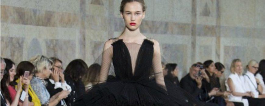 Revija modne kuće Giambattista Valli u Parizu pokazala kako izgledaju savremene princeze