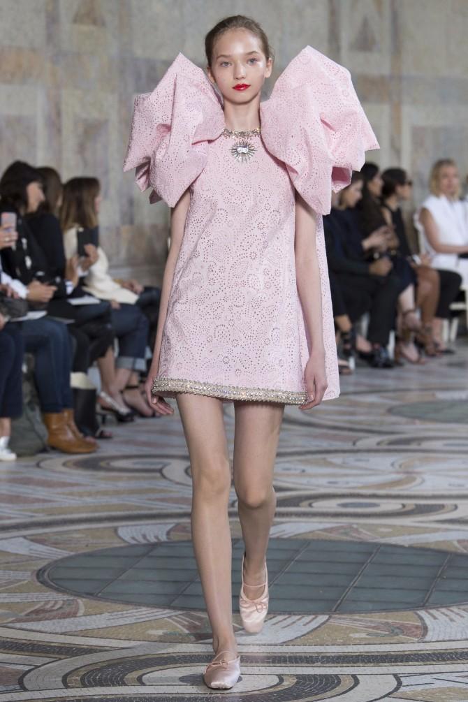 Đanbatista Vali 3 Revija modne kuće Giambattista Valli u Parizu pokazala kako izgledaju savremene princeze