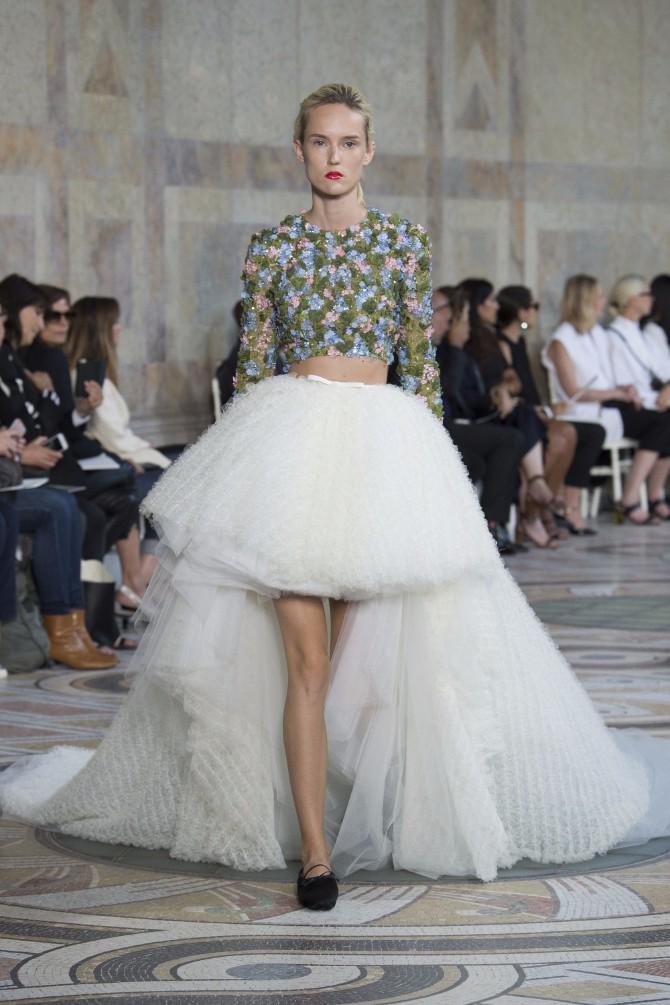 Đanbatista Vali 4 Revija modne kuće Giambattista Valli u Parizu pokazala kako izgledaju savremene princeze
