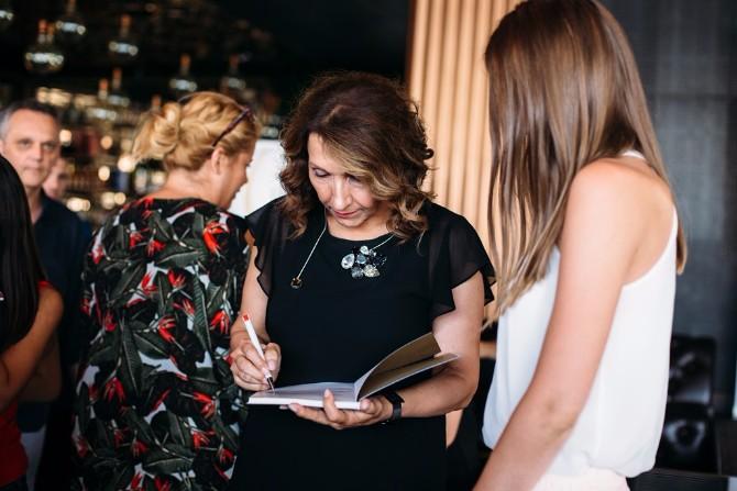 Potpisivanje knjige Upeh je u nama Dragana Jovanović na 23. Danu za Vas okupila učesnice oko teme autentičnosti i ženske snage