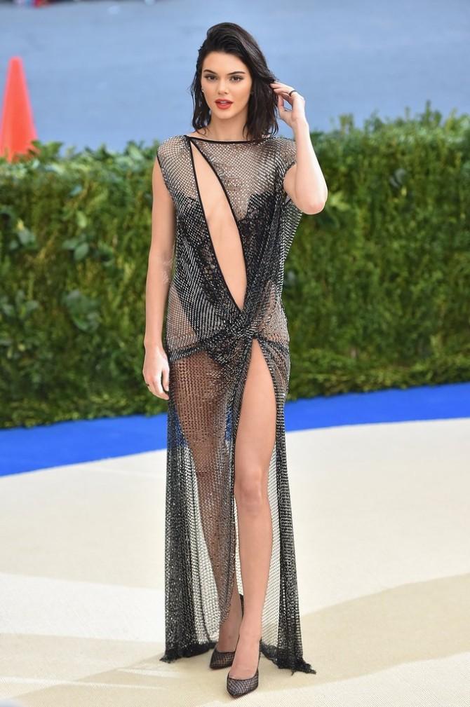 kendal1 8 puta kada nam je Kendal Džener oduzela dah svojim seksepilnim haljinama