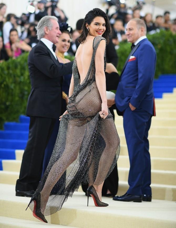 kendal2 8 puta kada nam je Kendal Džener oduzela dah svojim seksepilnim haljinama