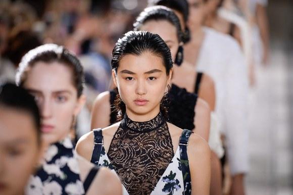 obrve 1 Direktno sa modne piste: Trend u stilizovanju obrva koji će još dugo biti IN