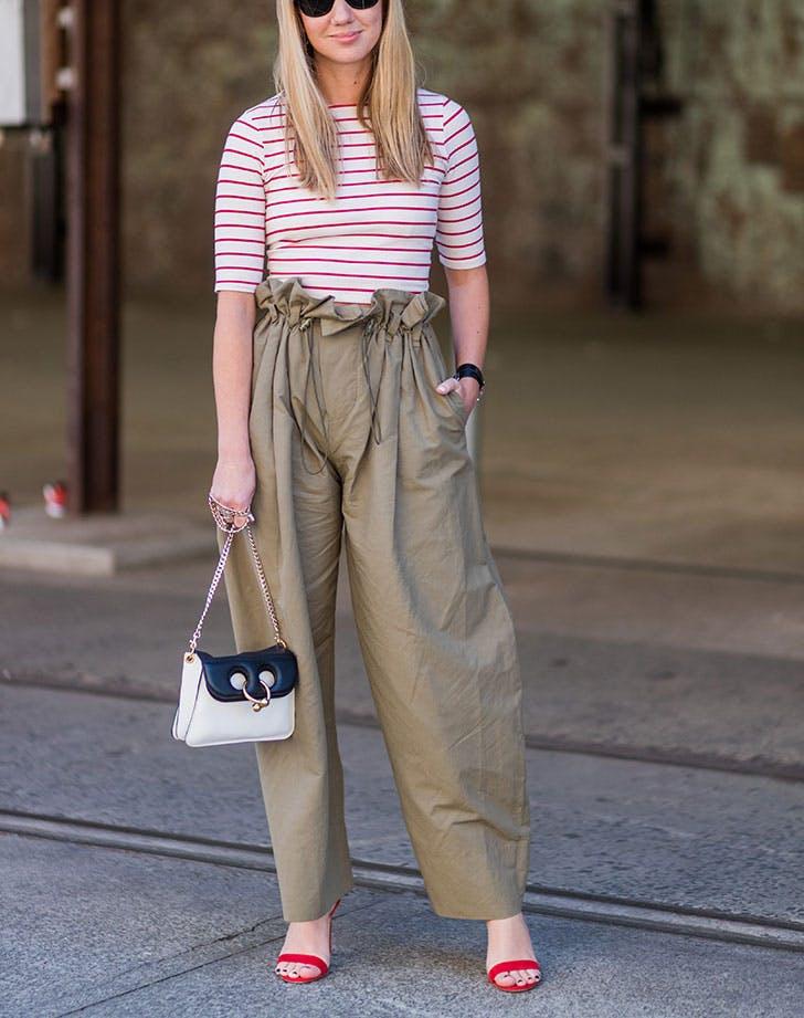 Ovo je najkul komad za jesen Kako da nosiš Paper Bag pantalone 1 Ovo je najkul komad za jesen: Kako da nosiš Paper Bag pantalone?
