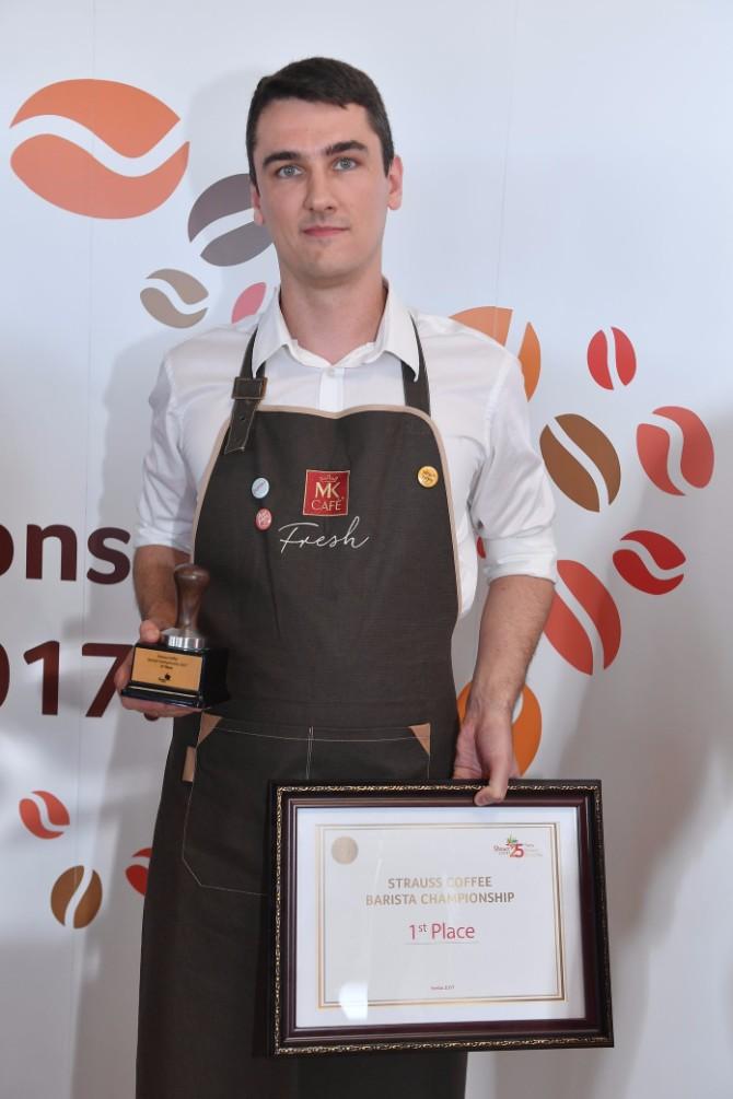 Pobednik međunarodnog Strauss Coffee takmičenja barista 2017 Kristof Pičeta Strauss Coffee Međunarodno takmičenje barista: Titulu najboljeg bariste odneo je Kristof Pičeta iz Poljske