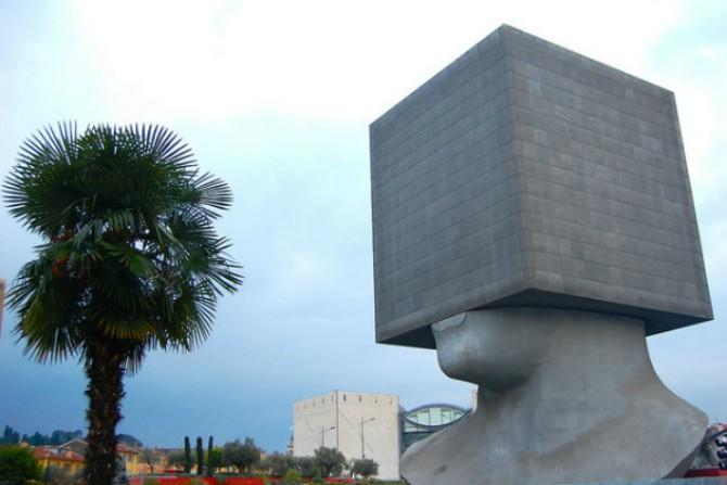 La Tête au carré ili Kvadratna glava Savremena arhitektura – bizarno ili čudesno