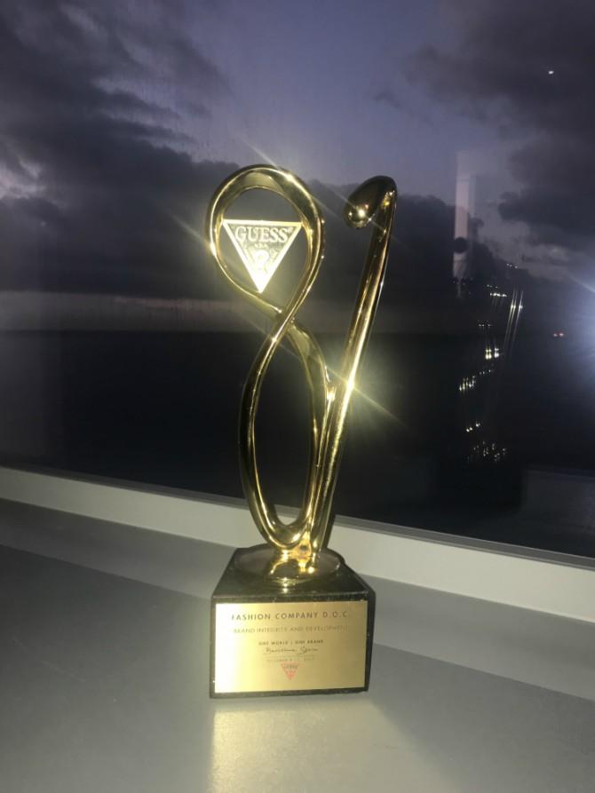 Međunarodna Guess nagrada za integritet i razvoj u ruke Fashion Company Međunarodna Guess nagrada za integritet i razvoj u ruke Fashion Company