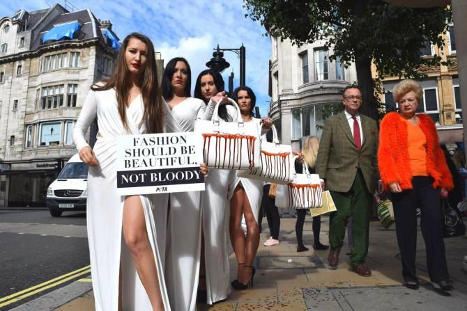 antifur protest lfw Njujork, London, Milano, Pariz: Najbolji momenti sa Nedelja mode (1. deo)