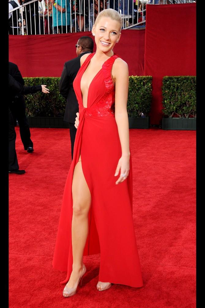 crvena haljina Šta boja odeće koju nosiš govori o tebi