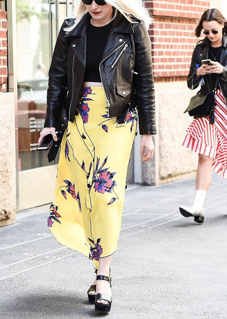 kožna jakna cvetna suknja 8 načina da nosiš kožnu jaknu kao Njujorčanka