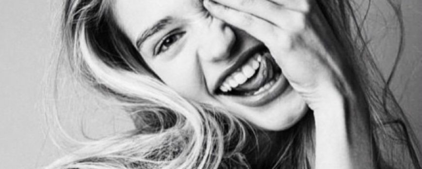 4 laka (i jeftina) načina da izbeliš zube na prirodan način