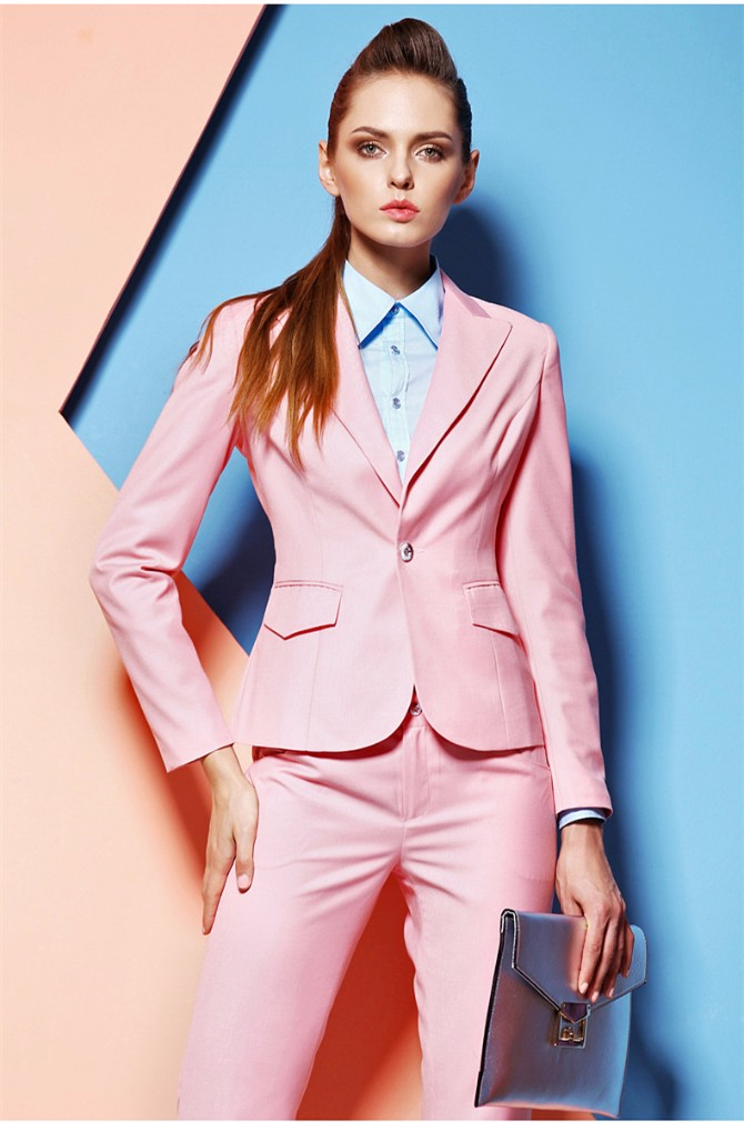 pink zensko odelo Kostimi jarkih boja za sjajan početak radne nedelje