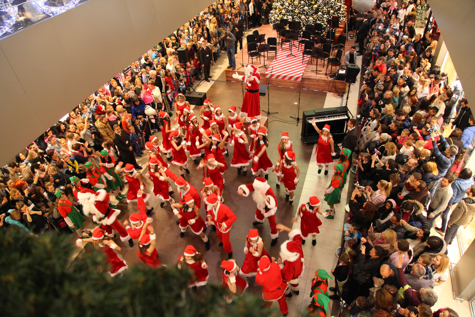 Tradicionalni Karneval Deda Mrazova Coca Cola UŠĆE Čarobni grad otvara vrata 1. decembra
