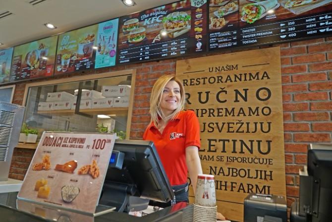 Andjelka Prpic iznenadila kupce u KFC drive thru restoranu 1 Iznenađenje u KFC drive thru restoranu