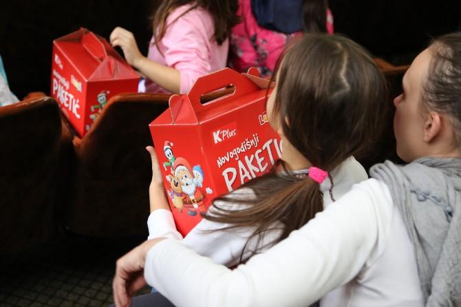 IMG 0225a Više od 4.000 paketića za decu iz 40 ustanova